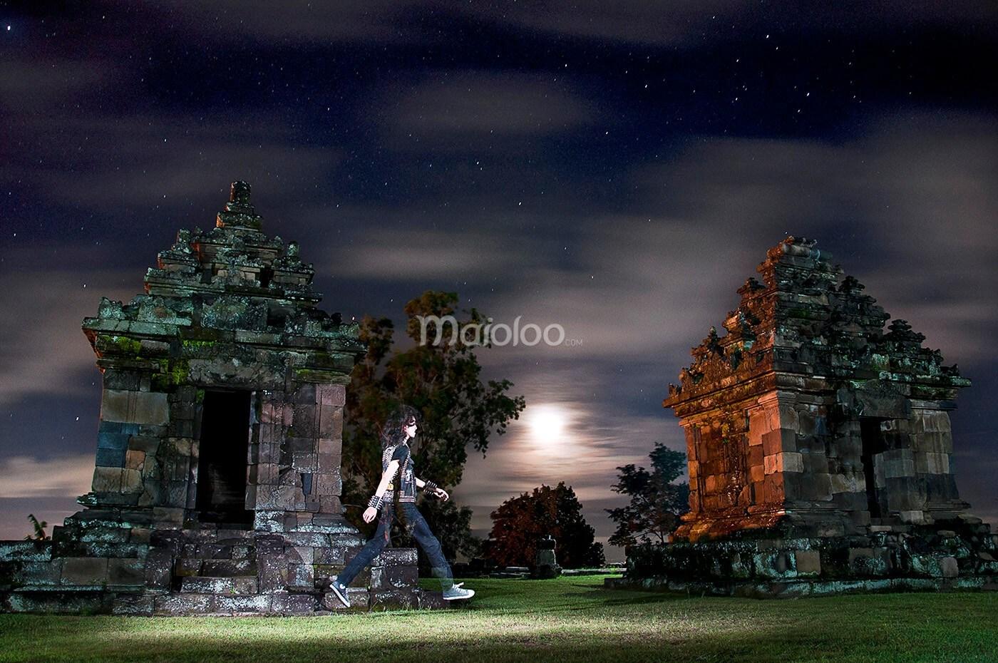 Candi Ijo Menghalau Risau Ketinggian Bukit Hijau Malam Hari Yogyakarta