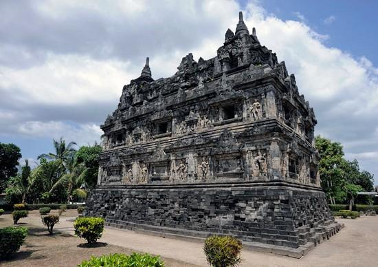 Objek Wisata Budaya Menarik Candi Barong Prambanan Sleman Yogyakarta Sarankan