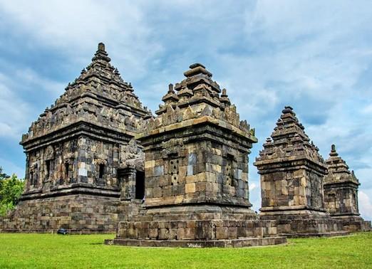 Objek Wisata Budaya Menarik Candi Ijo Prambanan Sleman Yogyakarta Barong