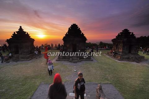 Candi Ijo Antara Situs Purbakala Lokasi Menikmati Senja Pengunjung Sunset