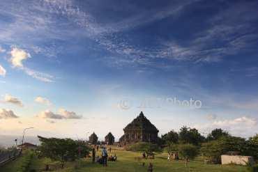 Foto Wisata Candi Ijo Feature Jatengpos Pelancong Berfoto Latar Belakang