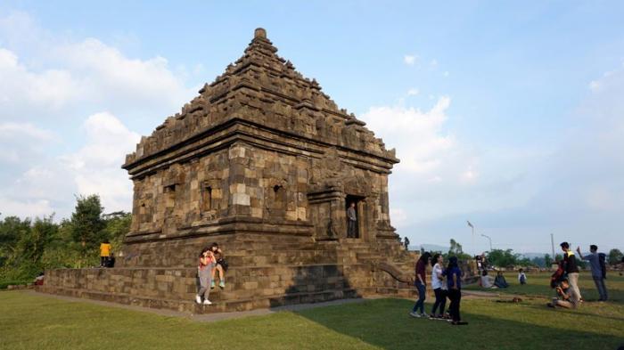 Ngabuburit Candi Ijo Menikmati Pemandangan Tertinggi Yogyakarta Kab Sleman