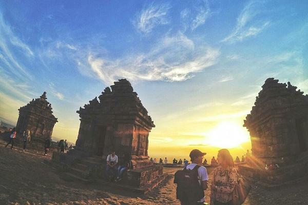 Spot Sunset Keren Candi Ijo Jogja Tiket Masuk Rute Lokasi