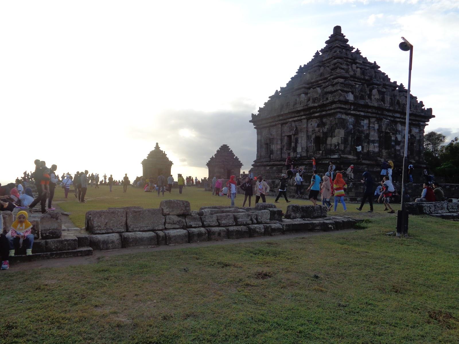 Wisata Candi Ijo Menikmati Sunset Yogyakarta Berlokasi Bukit Sambirejo Kecamatan