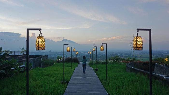 Berbuka Puasa Sambil Memandangi Candi Prambanan Gunung Merapi Abhayagiri Resto