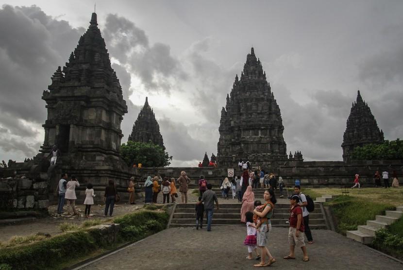 Prambanan Jadi Primadona Republika Online Wisatawan Menikmati Taman Wisata Candi