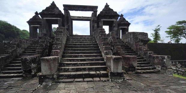 Lokasi Tujuan Wisata Indonesia Candi Ratu Boko Kemegahan Istana Potensi