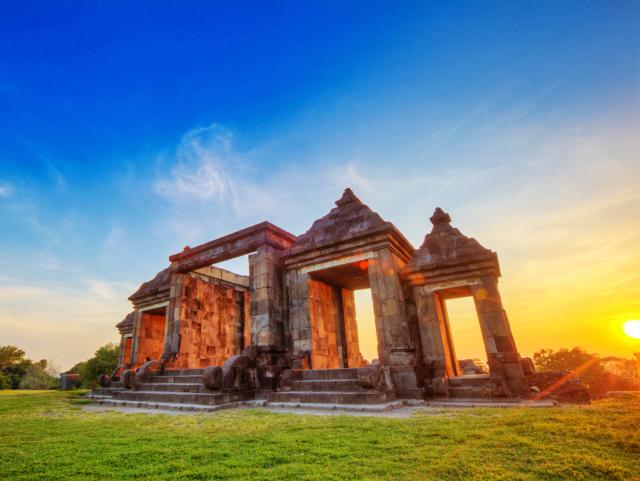 Menikmati Pesona Matahari Terbit Terbenam Ketinggian Candi Ratu Boko Istana