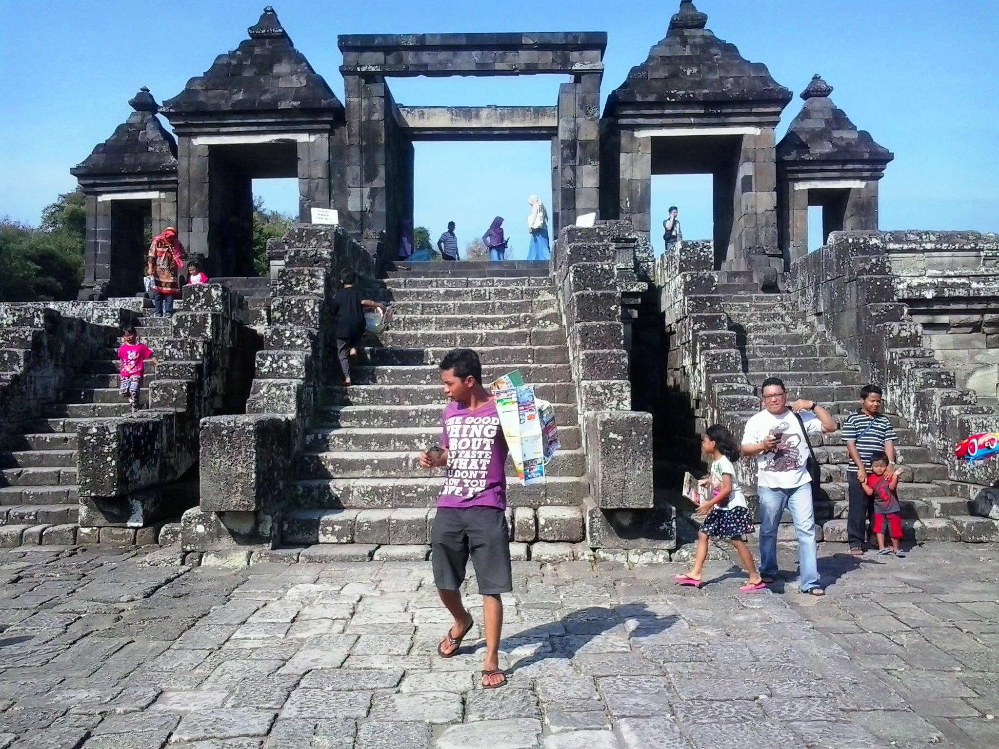 Situs Ratu Boko Bangunan Candi Istana Travel Today Bagian Tengah