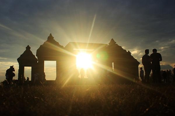Sunset Keraton Ratu Boko Jurnalposmedia Sejumlah Wisatawan Melihat Dusun Bokoharjo