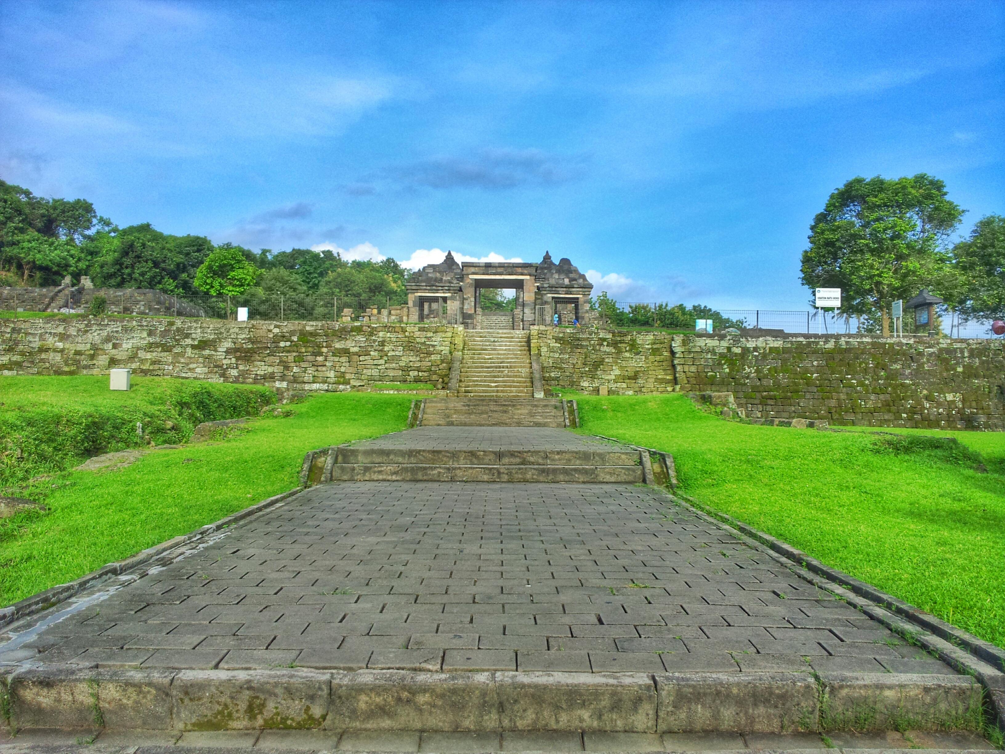 Yogyakarta Candi Keraton Ratu Boko 24hourliday 20140301 161729 1 Istana