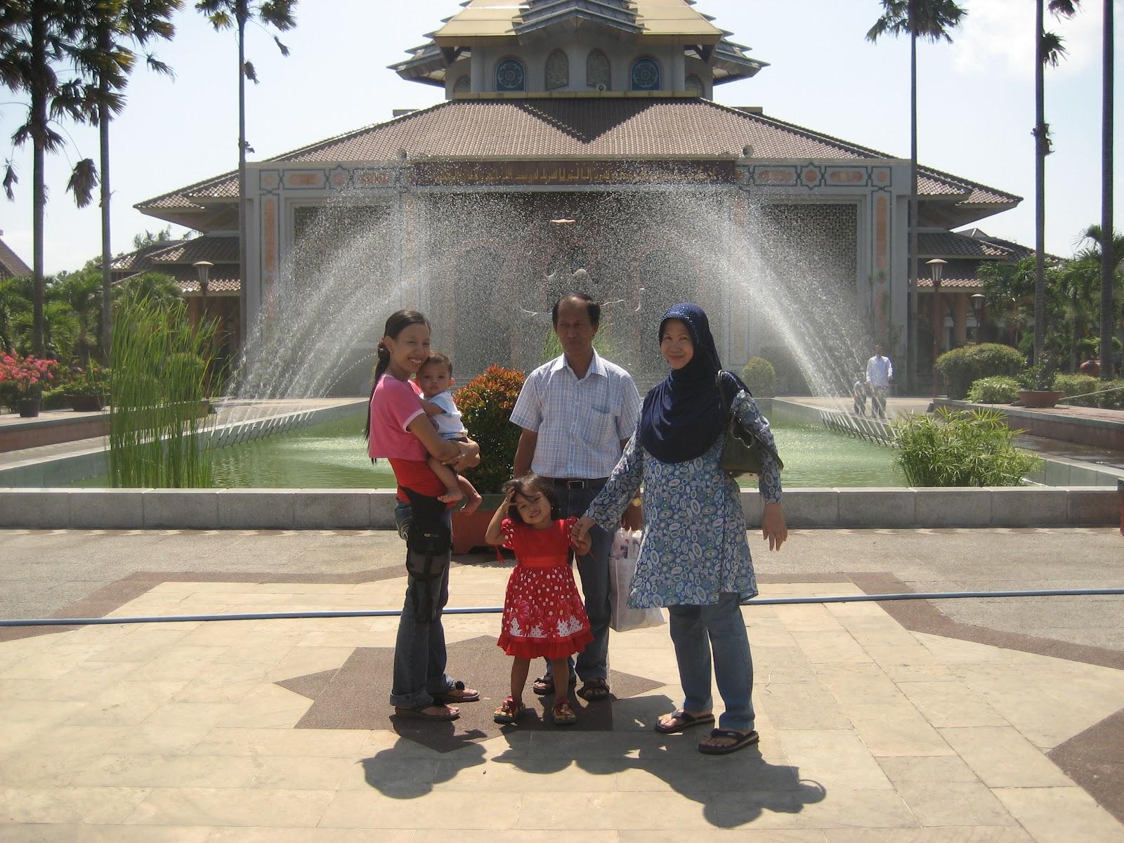 Life World Masjid Kampus Ugm Universitas Gajah Mada Berlokasi Kompleks
