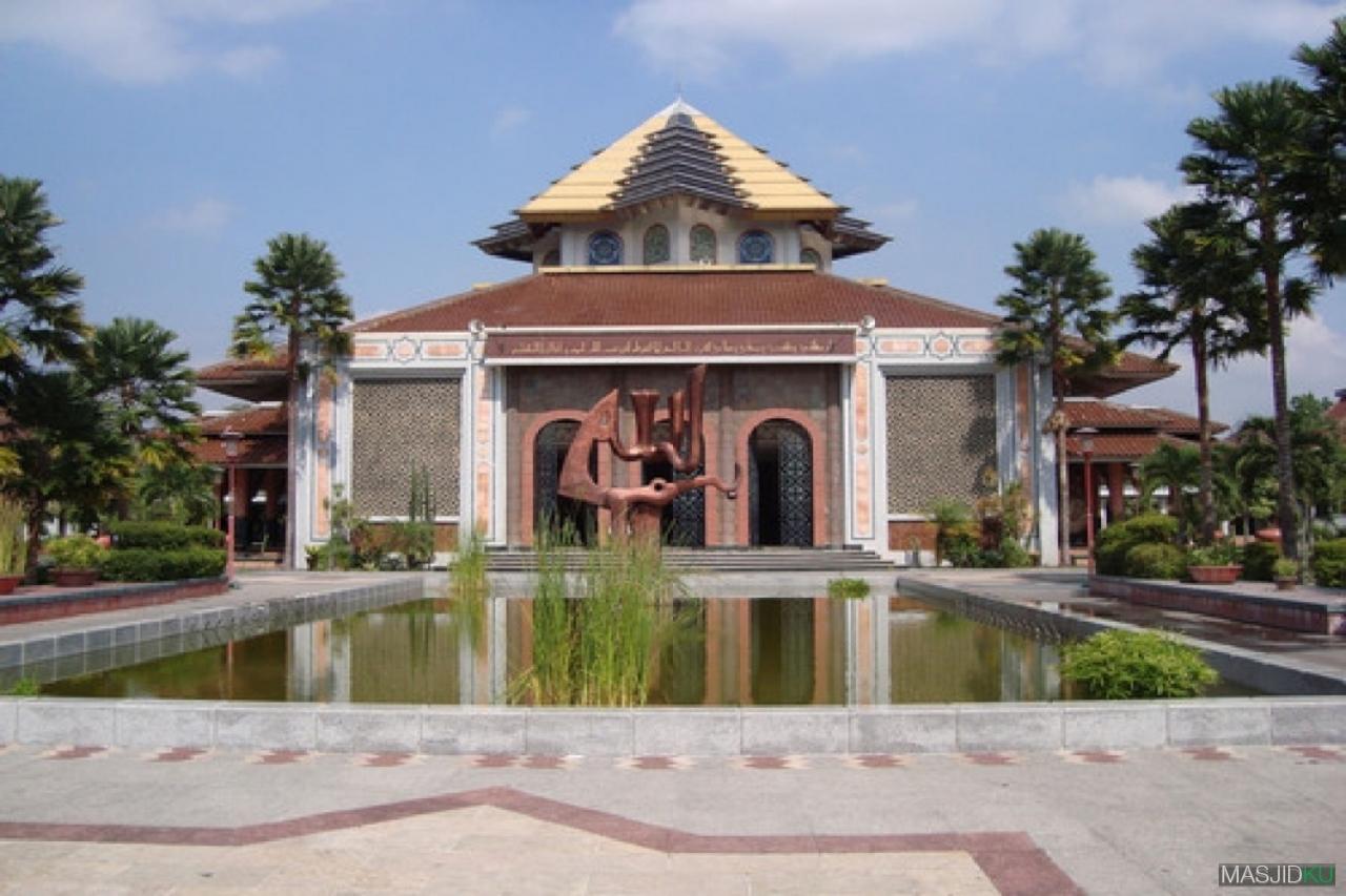 Mari Makmurkan Masjid Hubungkan Kampus Ugm Kota Yogyakarta Masjidku Maskam