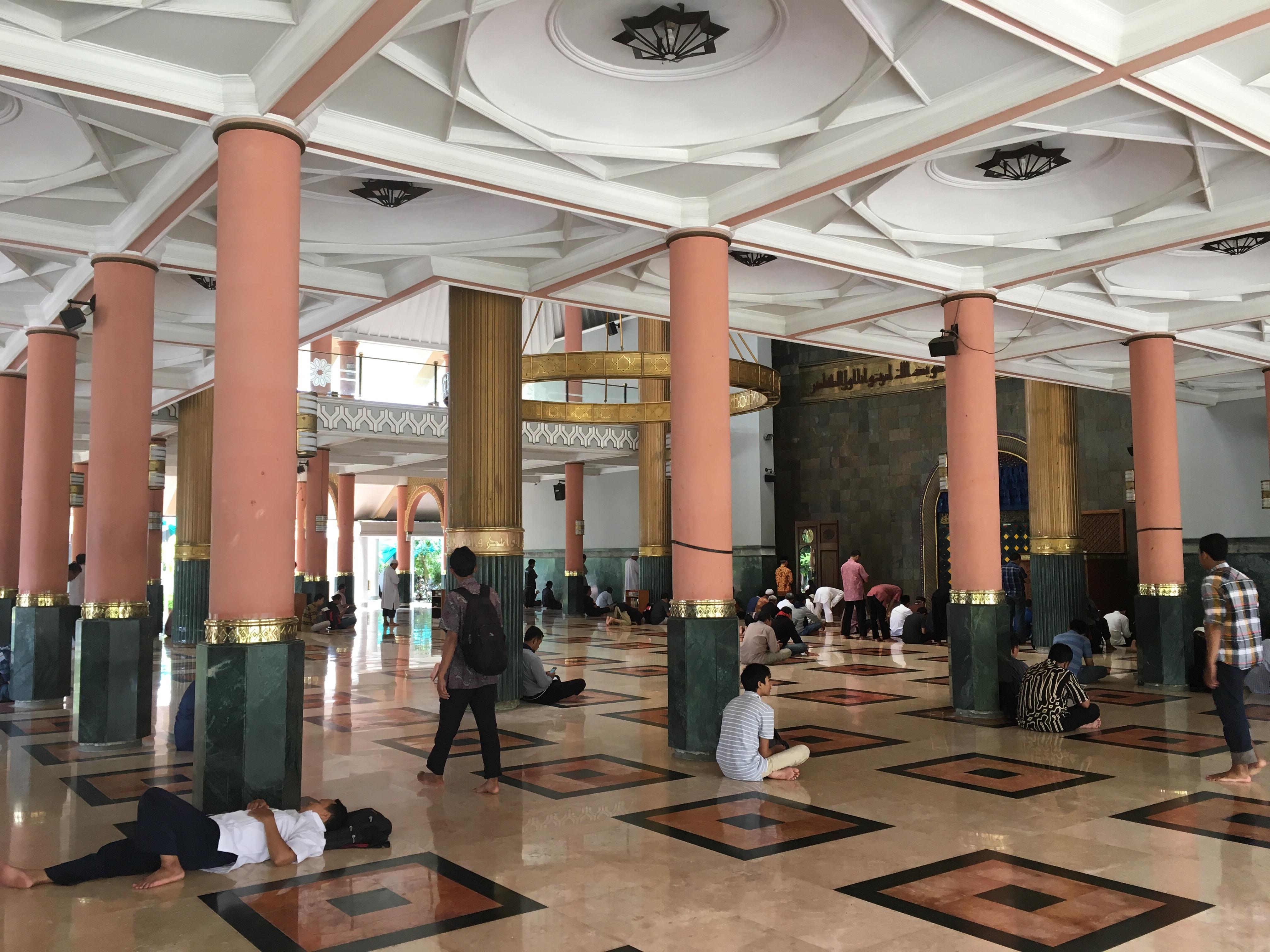 Masjid Kampus Ugm Ibenimages Words Gerbang Utama Menghadap Pelataran Depan
