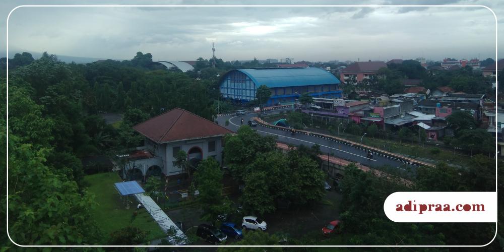 Memandang Jogja Atas Menara Masjid Kampus Ugm Yogyakarta Sisi Utara