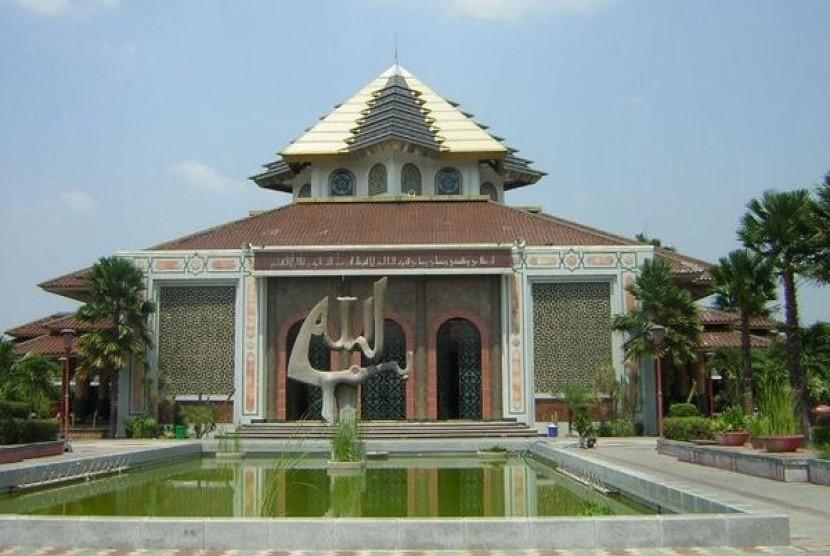 Tokoh Nasional Jadi Penceramah Shalat Tarawih Masjid Ugm Republika Kampus