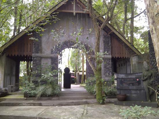 Ullen Sentalu Kaliurang Yogyakarta Picture Museum Kab Sleman