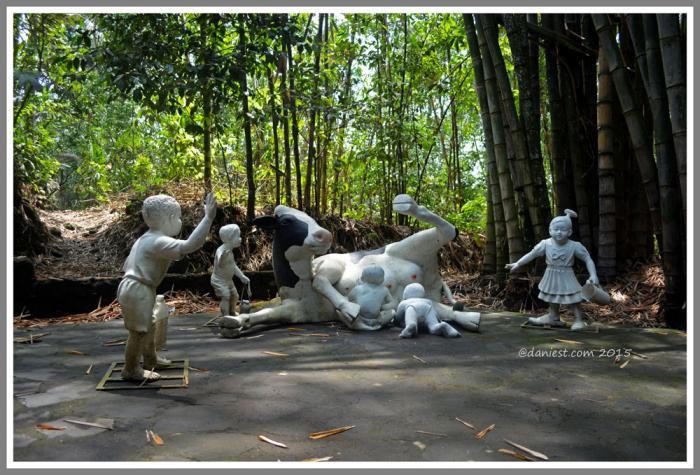 Omah Petruk Rumah Budaya Sekat Oleh Daniel Suharta Patung Budha