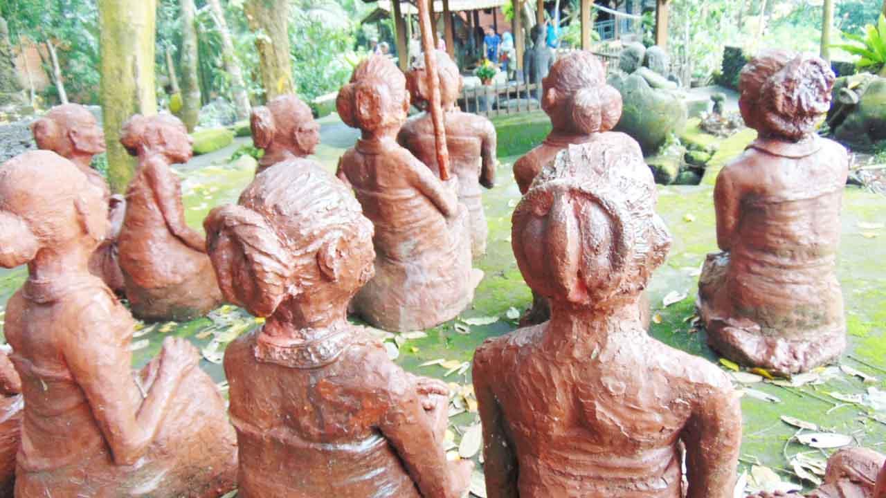 Wisata Omah Petruk Berbagai Pertunjukan Budaya Bener Ya Patungnya Disini