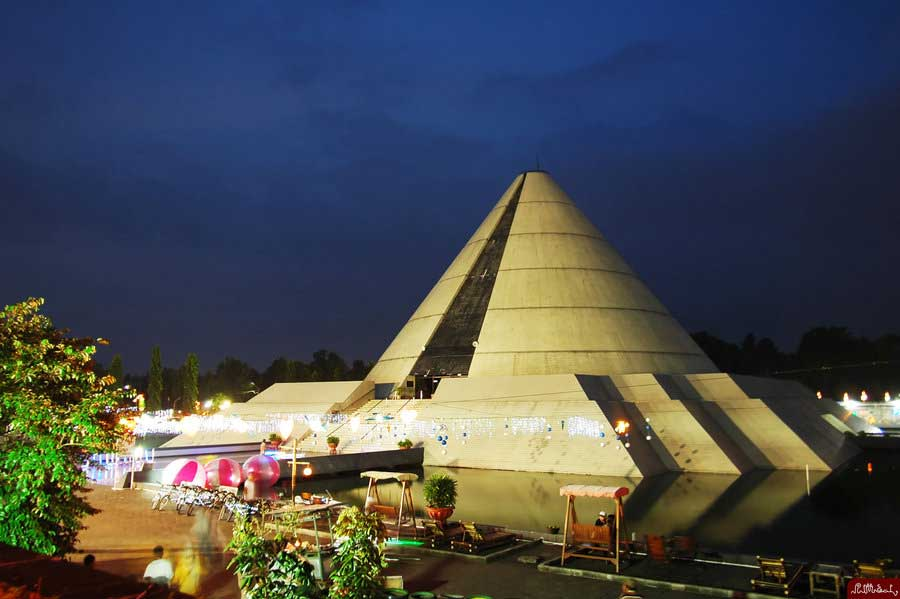 Taman Pelangi Melihat Malam Hari Yogyakarta Kab Sleman
