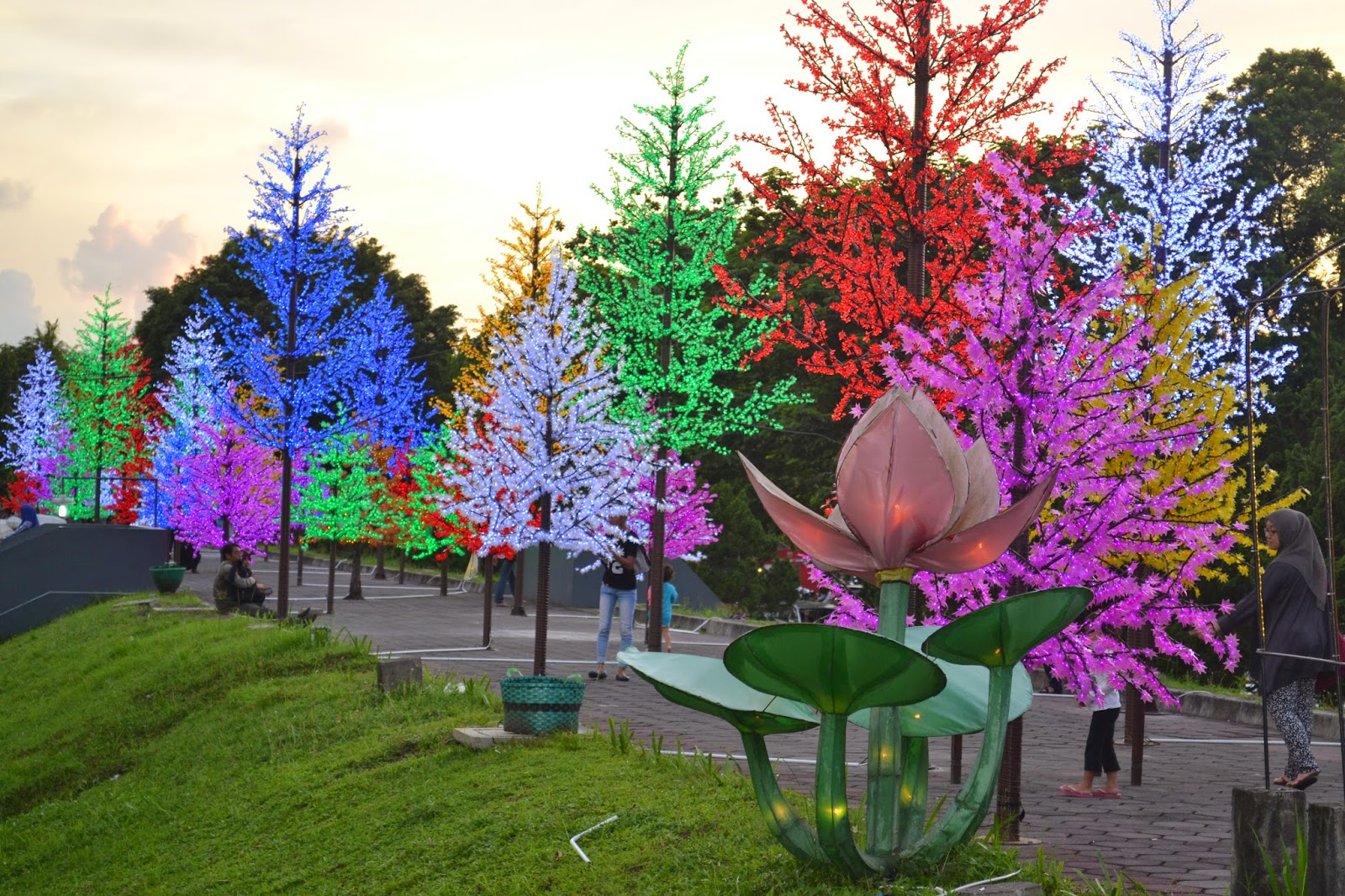 Taman Pelangi Yogyakarta Wisata Malam 1000 Lampion Romantis Ngehits Backpacker