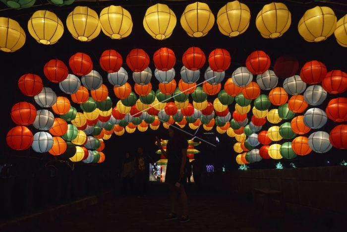 Wisata Malam Taman Pelangi Yogyakarta Antara Foto Pengunjung Berfoto Latar