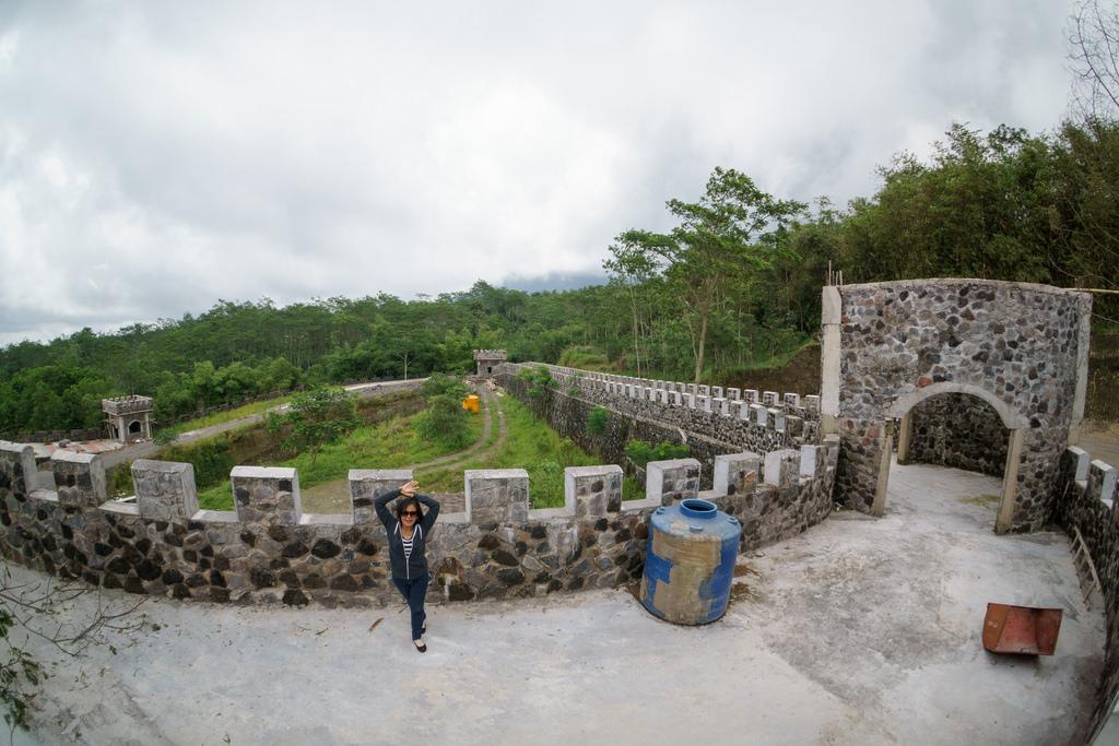 Alamat Harga Tiket Masuk Lost World Castle Sleman Lokasi Kab
