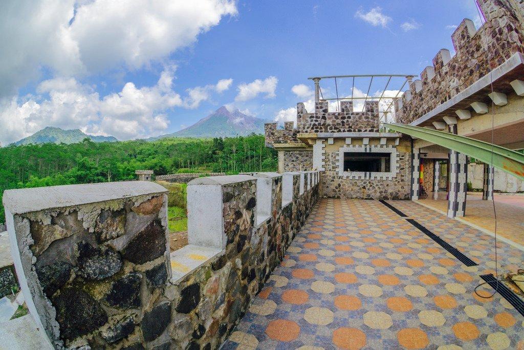 Lost World Castle Benteng Takeshi Yogyakarta Kab Sleman