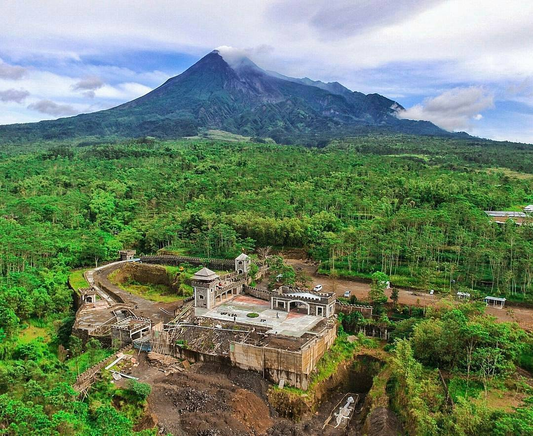 Lost World Castle Dunia Sempat Hilang Lereng Merapi Kab Sleman