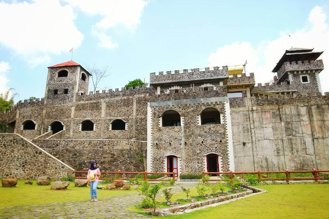 Lost World Castle Sleman Rute Lokasi Wisata Jogja Kab