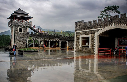 Objek Wisata Seru Lost World Castle Cangkringan Sleman Yogyakarta Kab