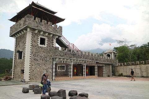 Wisata Lost World Castle Sleman Bakpia Mutiara Jogja Kab