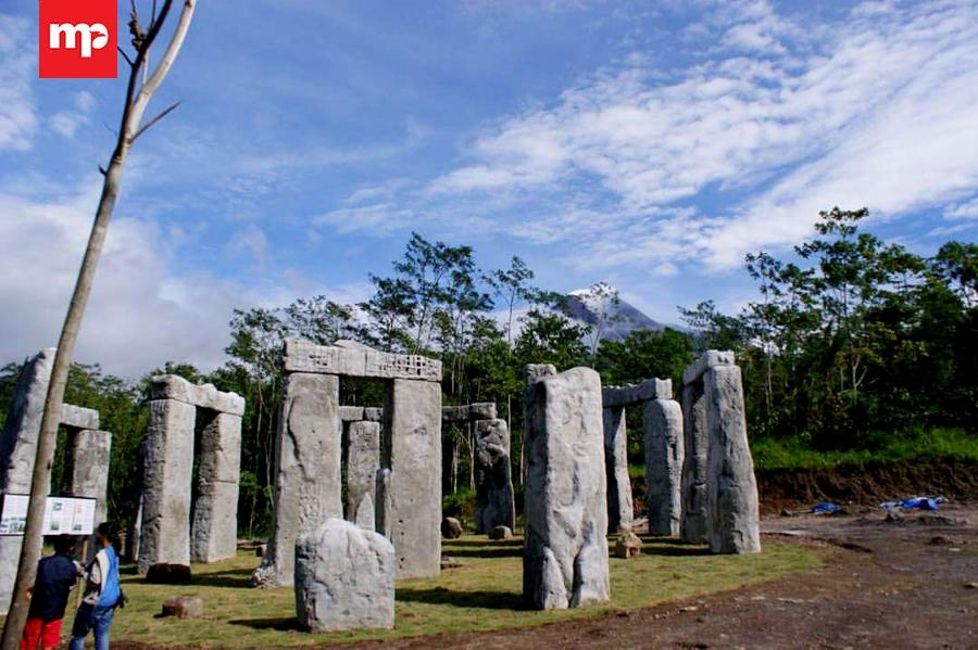 Wisata Lost World Castle Yogyakarta Merahputih Kab Sleman
