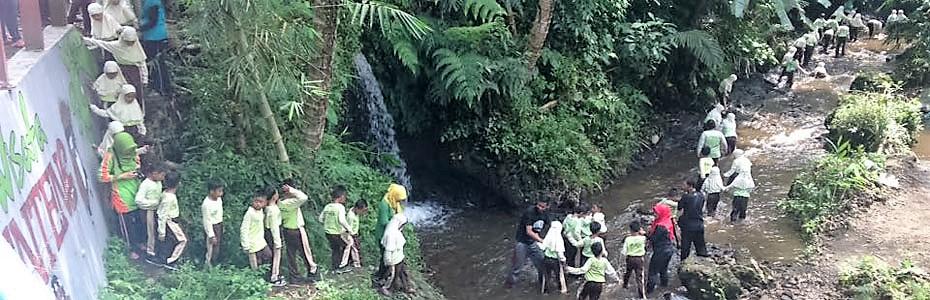 Selamat Datang Omah Salak Susur Sungai Pengunjung Menyusuri Wisata Edukasi