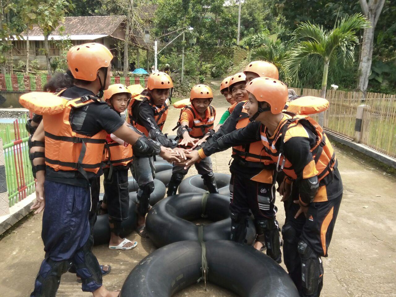 Desa Wisata Betisrejo Tubing Tahu River Kegiatan Meluncur Bebas Atas