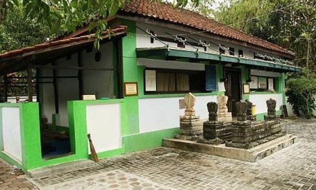 21 Daftar Tempat Wisata Sragen Jawa Tengah Menarik Makam Joko