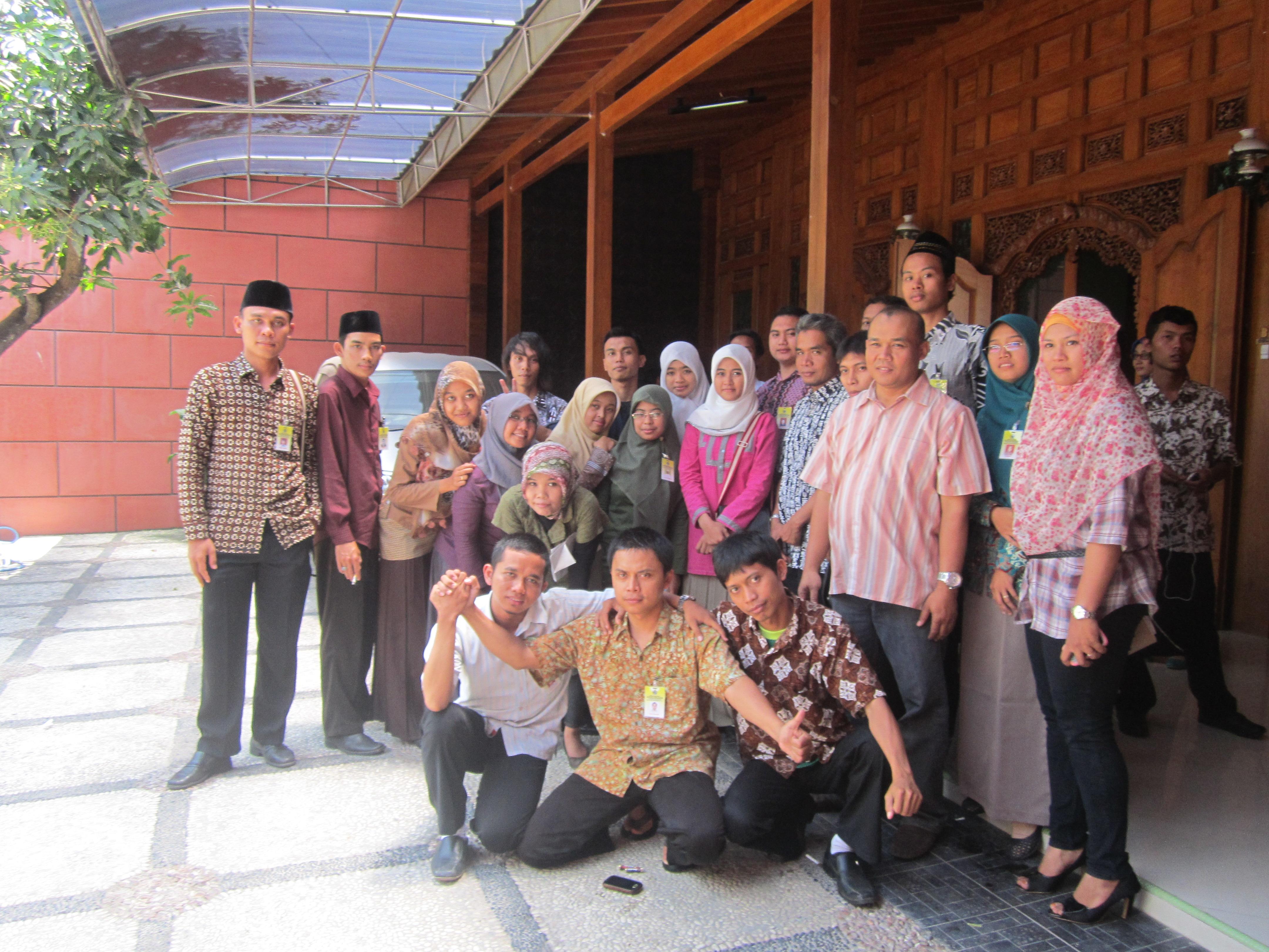 October 2013 Muqodimah Kebumen Foto Bersama Pemilik Dewi Arum Sentra