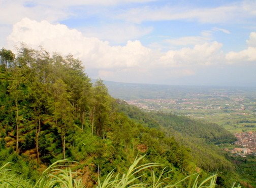Pesona Keindahan Destinasi Wisata Gunung Srawung Sragen Jawa Tengah Batik