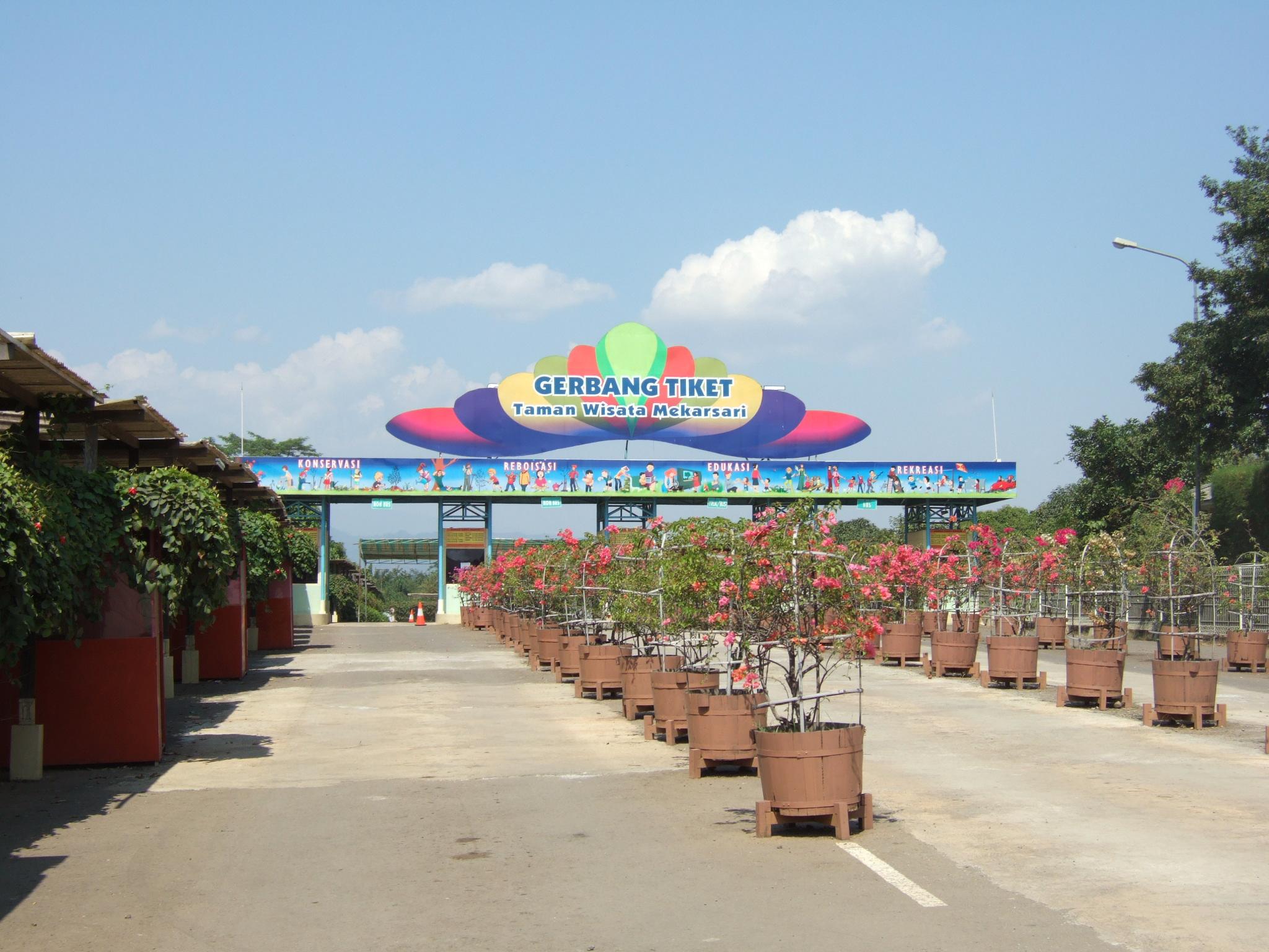 Daftar Tempat Wisata Indonesia Wikipedia Bahasa Pintu Gerbang Taman Mekarsari