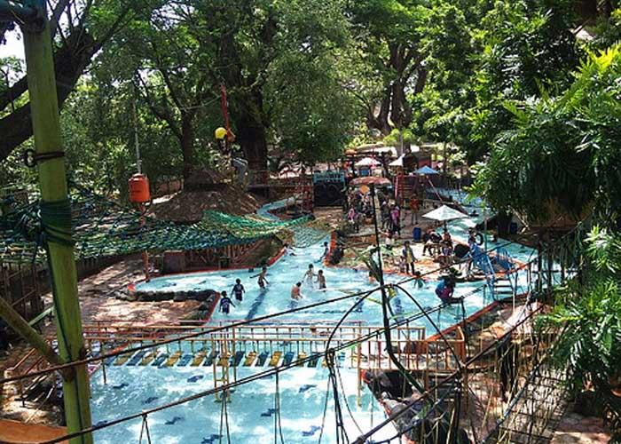 Taman Wisata Solo Laksana Hotel Sondokoro Kolam Renang Doeng Kab