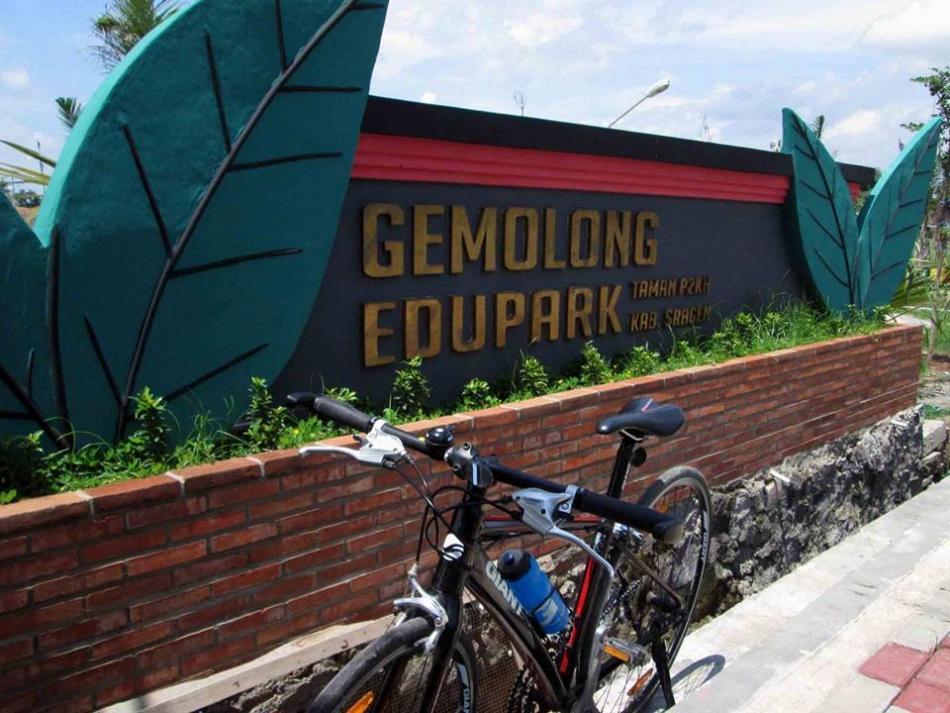 15 Tempat Wisata Hits Sragen Pilihan Travelers Gemolang Edupark Kolam