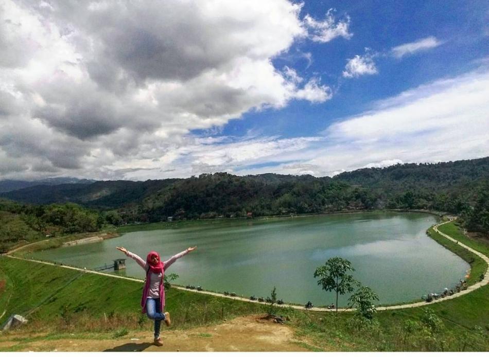15 Tempat Wisata Hits Sragen Pilihan Travelers Waduk Gebyar Makam