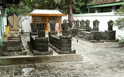Pesona Keindahan Destinasi Wisata Makam Joko Tingkir Plupuh Sragen Jawa