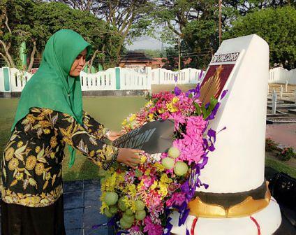 Peringati Hari Kartini Berziarah Taman Makam Pahlawan Wisata Sukowati Kab