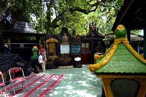 15 Tempat Wisata Sukoharjo Rekomendasi 6 Petilasan Kraton Pajang Makam