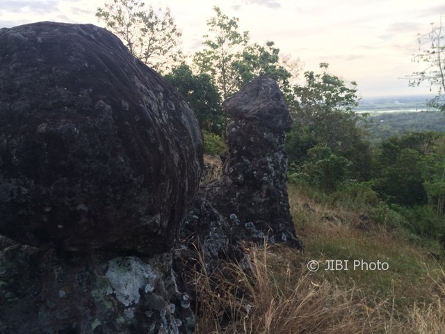 Batu Manten Gunung Taruwongso Sukoharjo Solusi Liburan Bagi Jomblo Puncak