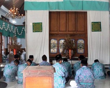 Destinasi Wisata Religi Makam Syekh Mutamakkin Kajen Pati Jawa Tengah