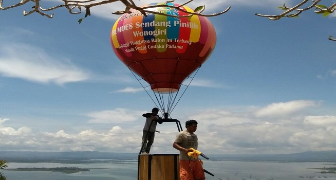 Sensasi Terbang Balon Udara Wisata Watu Cenik Sendang Pinilih Kab