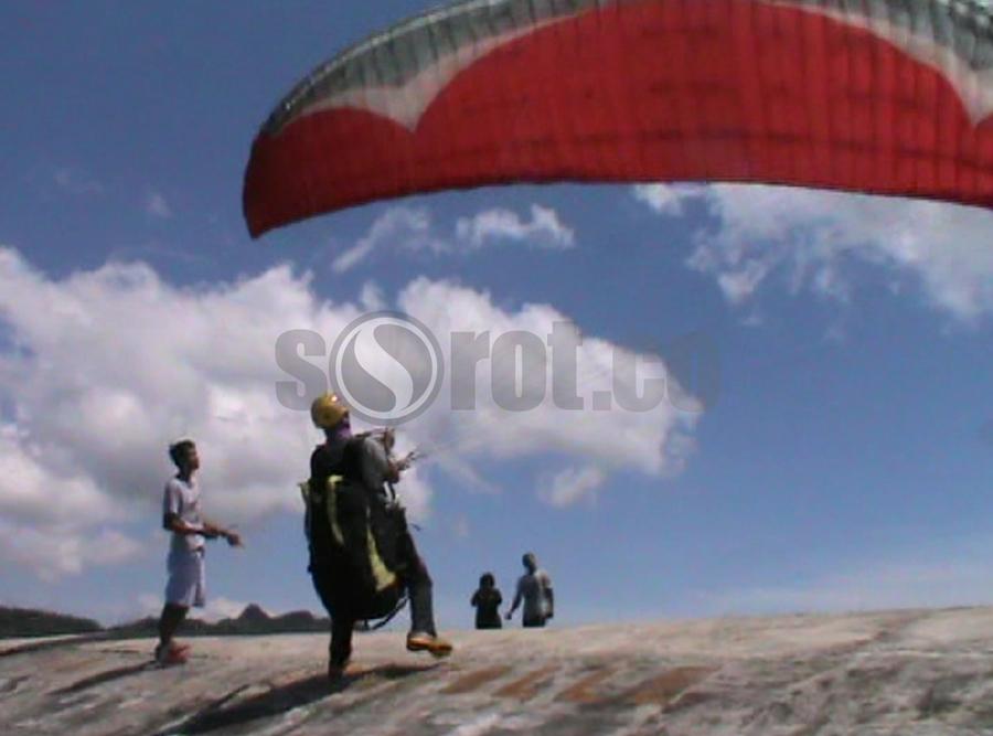 Sorotwonogiri Media Berita Online Wonogiri Sensasi Swafoto Udara Lewat Paralayang