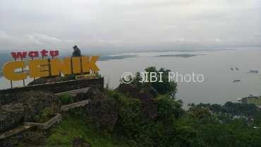 Wisata Wonogiri Menikmati Pemandangan Wgm Ketinggian Watu Pengunjung Puncak Cenik